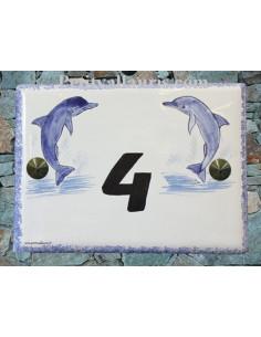 plaque de maison céramique décor deux dauphins inscription personnalisée couleur noire