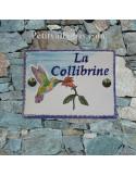 plaque de maison céramique personnalisée décor colibri inscription couleur verte