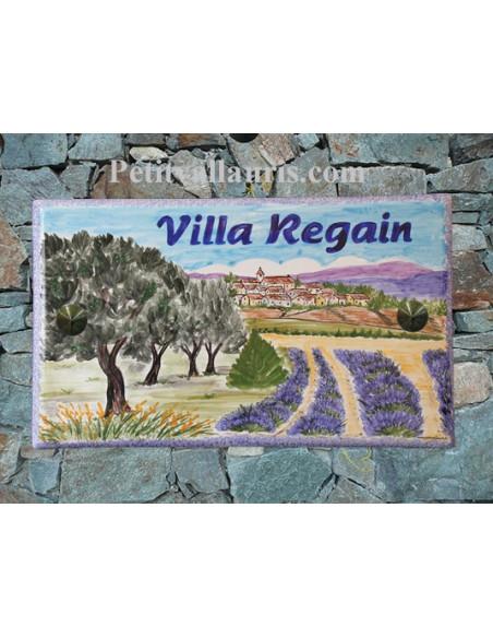 Plaque de Maison rectangle en céramique émaillée décor artisanal motif village,oliviers et champs lavandes + personnalisation