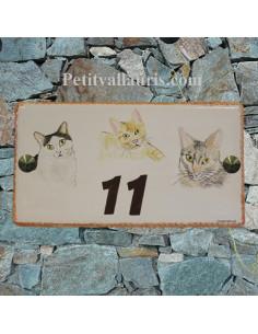 Plaque de maison rectangle en céramique décor 3 chats
