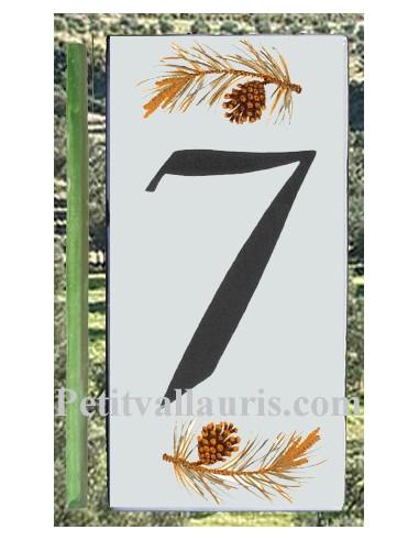 Numero de rue chiffre 7 décor branche et pigne de pin