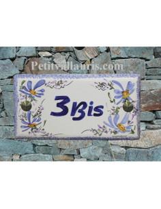 Plaque pour maison faience émaillée décor fleurs bleues inscription personnalisée bleue