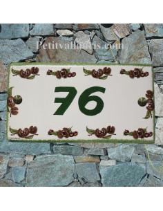plaque de maison céramique personnalisée décor les chataignes inscription verte
