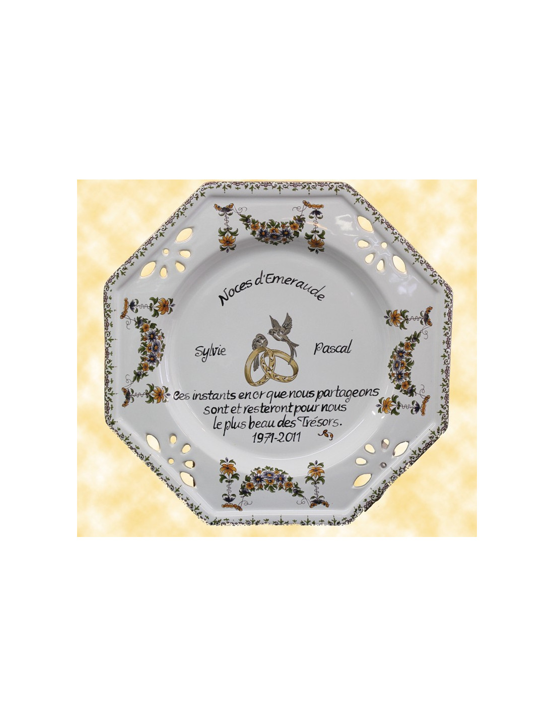 Assiette de mariage octogonale d cor tradition vieux moustiers avec po me noces d 39 emeraude le - Cadeau 50 ans de mariage noces d or ...