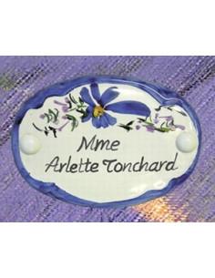 Plaque en céramique de porte de forme ovale motif artisanal fleurs bleues avec inscription personnalisée