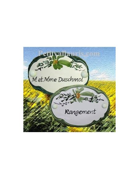 Plaque de porte en faience blanche modèle ovale décor fleurs vertes avec inscription personnalisée