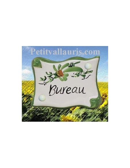 Plaque de porte en faience émaillée blanche modèle parchemin décor artisanal fleurs vertes inscription Bureau