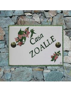 plaque pour maison céramique personnalisée décor fleurs bougainvilliers inscription couleur verte