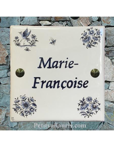 Grande plaque de maison en céramique modèle carrée motif oiseau et bouquets fleurs tradition bleu + inscription personnalisée