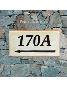 Plaque de maison faience émaillée fond jaune-paille_ton-pierre bord ocre inscription personnalisée noire