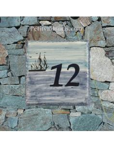 Numéro de maison décor grand voilier pose horizontale
