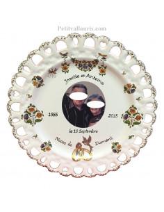Assiette de Mariage modèle Tournesol avec photo encadrement parchemin décor tradition vieux moustiers