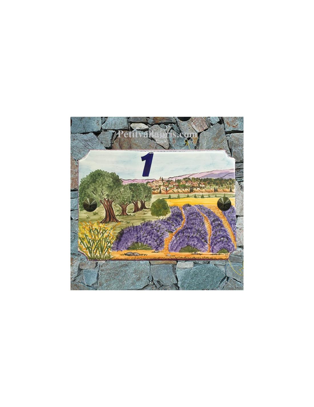 plaque de maison en c ramique d cor champs de lavande et village en fond le petit vallauris. Black Bedroom Furniture Sets. Home Design Ideas