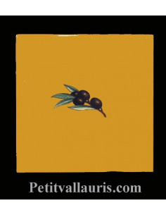 Carreau décor uni jaune miel décor olive noire 15 x 15 cm