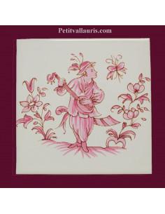 Motif sur carreau décor joueur de mandoline (1983) Tradition Vieux Moustiers rose