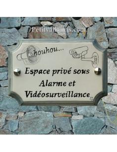 Plaque de Maison en céramique avec signalitique vidéosurveillance