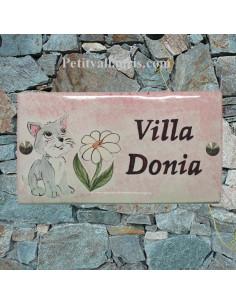 Plaque de Maison rectangle décor personnalisé chaton et marguerite avec fond rosé