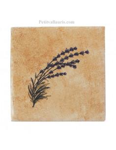 Carreau décor brin de lavande fond beige-ocre côté droit 10 x 10 cm