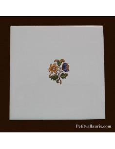 Carreau petite fleur polychrome décor Tradition Vieux Moustiers