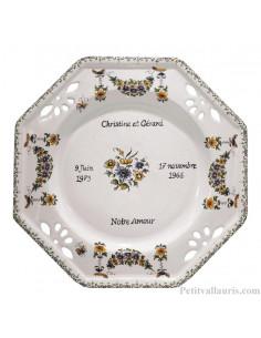 Assiette souvenir de Mariage octogonale décor fleurs polychrome