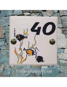 Plaque numéro de Maison en faience motifs artisanaux poissons exotiques + chiffre de votre choix