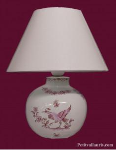 Lampe en faïence modèle ronde décor reproduction Vieux Moustiers rose