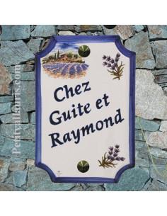 Plaque de Maison pose verticale décor champs de lavandes et brins de lavande inscription personnalisée bleue