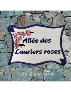 Plaque céramique de forme parchemin pour une allée motif artisanal lauriers roses