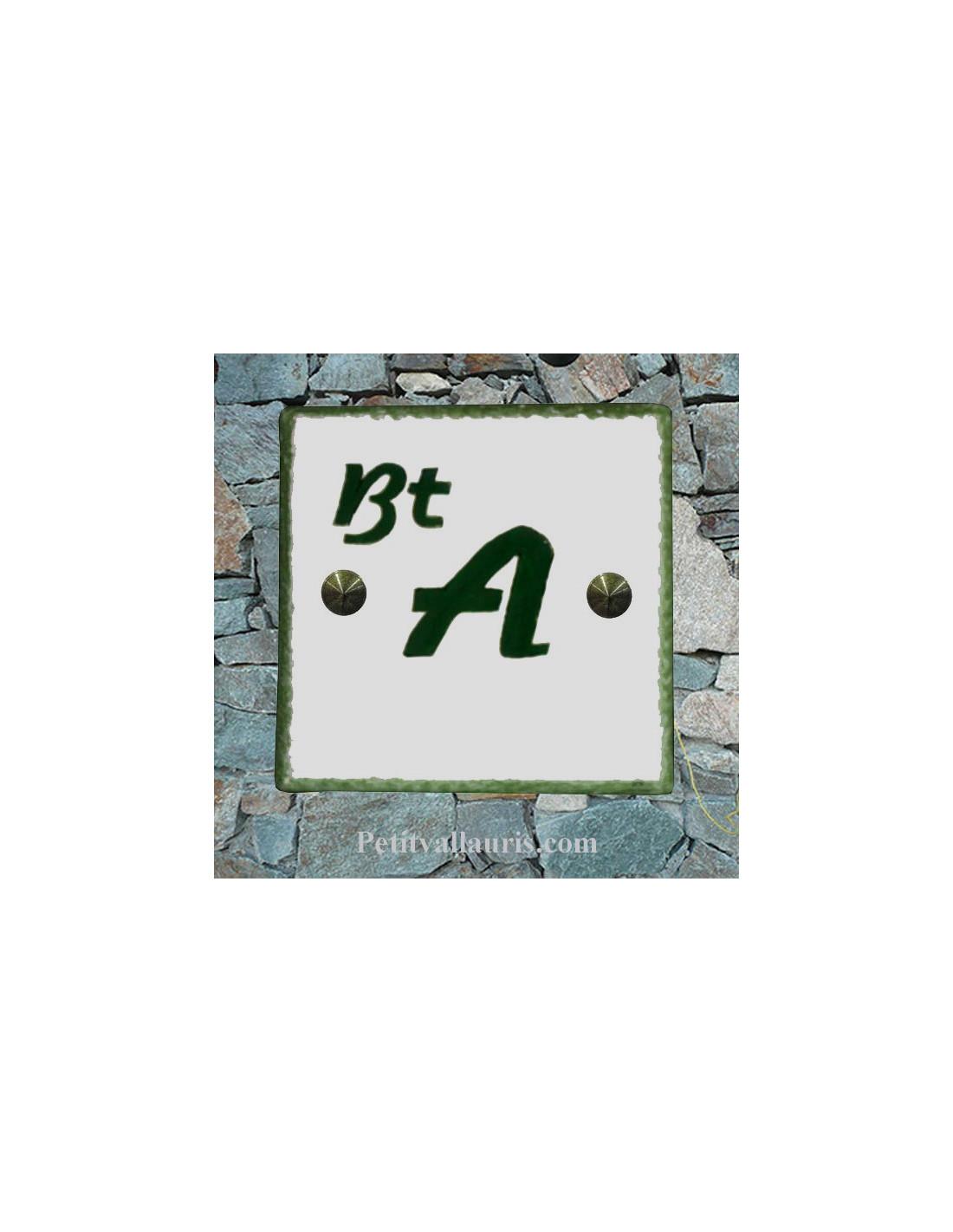 Plaquette en faience maill e pour chiffre ou lettre pour for Numero de porte en faience