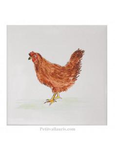 Carreau mural en faience blanche avec motif artisanal la poule rousse