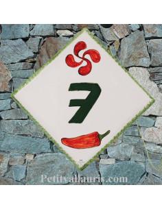 Plaque numéro de Maison en faience émaillée motifs artisanaux croix basque et piment espelette + chiffre personnalisé