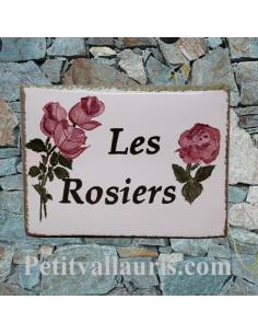 plaque entrée de maison céramique personnalisée décor rosiers inscription couleur verte