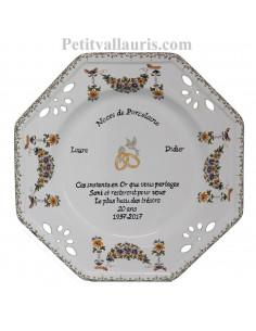 Grande assiette de Mariage modèle octogonale décor fleurs tradition polychrome gravure noces de porcelaine
