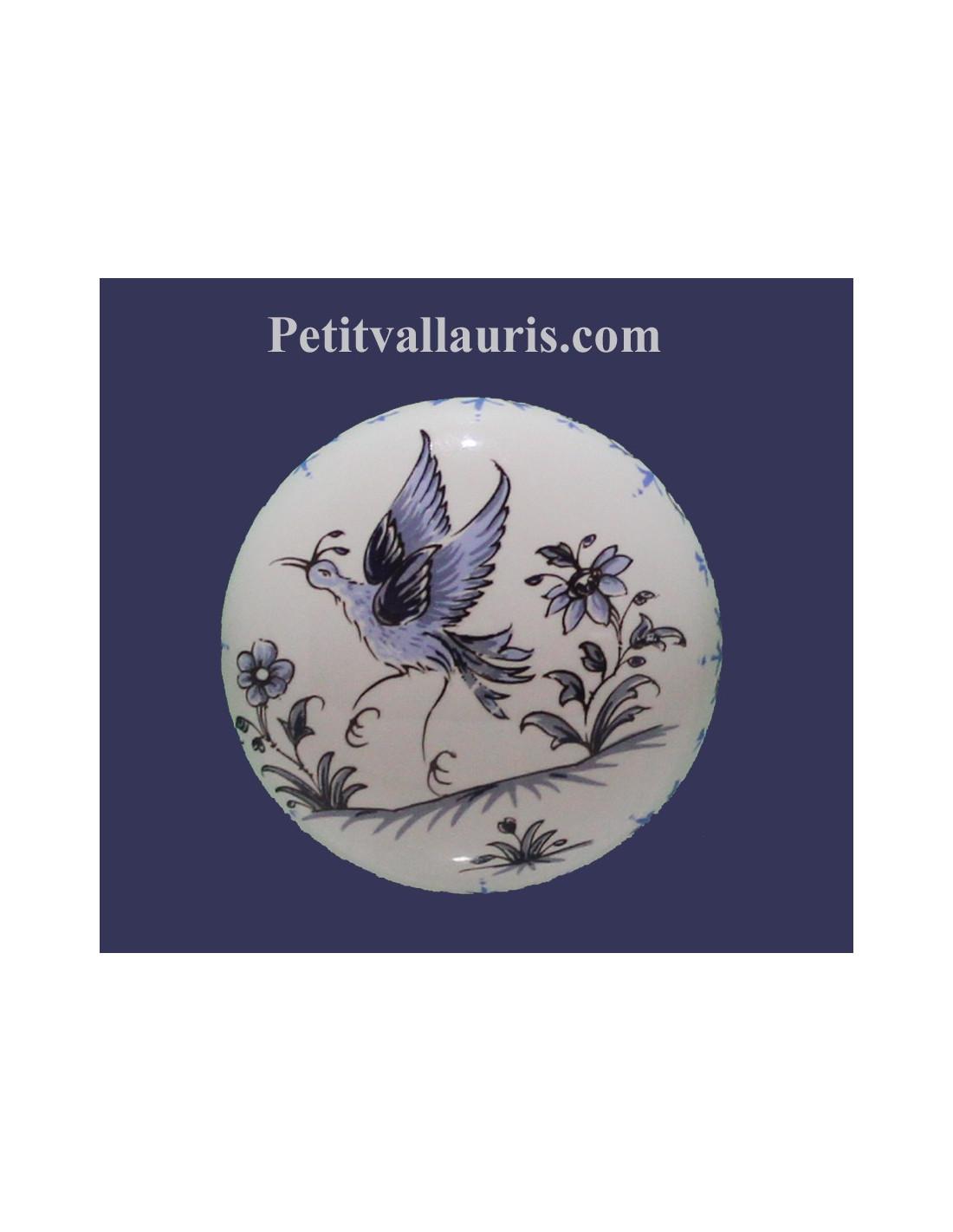 bouton d coratif en porcelaine blanche de tiroir ou de placard au motif oiseau bleues de tradition. Black Bedroom Furniture Sets. Home Design Ideas