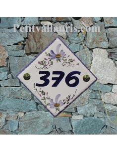 Plaque numéro de maison en faience émaillée motif artisanal fleurs bleues + chiffre personnalisé bleu