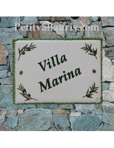 plaque de maison céramique décor brins d'olivier inscription personnalisée verte