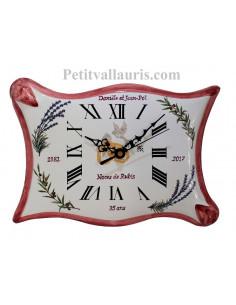 Horloge en faience modèle parchemin pour anniversaire de mariage + inscription personnalisée + bord rose