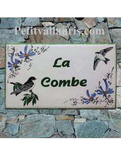 Grande plaque rectangulaire pour maison en céramique émaillée motif artisanal hirondelles et fleurs + personnalisation