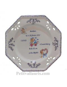 Assiette de naissance en faience blanche modèle octogonale décor anges et couffin coloris bleu + gravure personnalisée