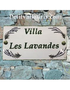 Plaque de Maison en céramique émaillée décor brins de lavandes aux angles + inscription personnalisée verte