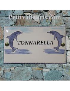 Grande plaque rectangulaire de maison en faience motif artisanal décor 2 dauphins + inscription personnalisée