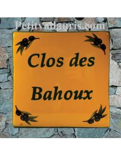 Grande plaque carrée en faience pour votre maison décor brins d'olivier fond jaune provençale inscription personnalisée