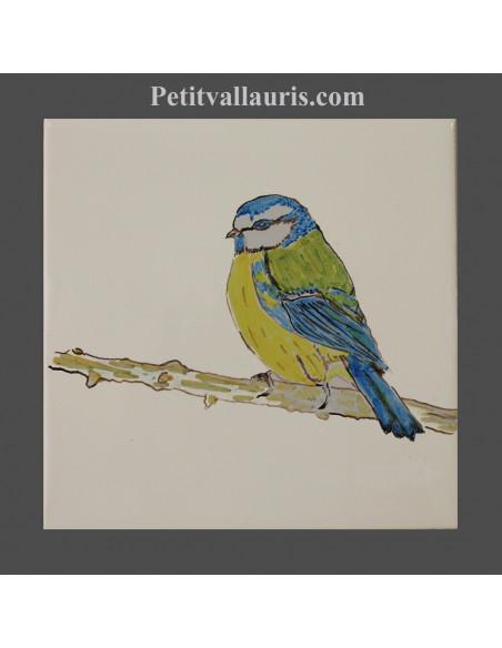 Carreau mural en faience blanche collection oiseaux avec motif artisanal mésange bleue et jaune