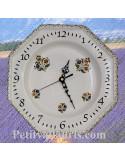 Horloge murale en faïence blanche modèle octogonale motifs fleurs polychrome