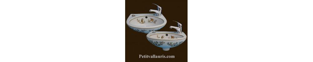 Lave-main et lavabo en porcelaine décorée