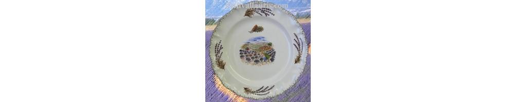 Motifs Provence sur assiettes de service de table en faience