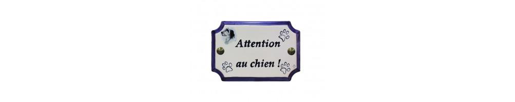Plaque chiens et chats de maison en faience