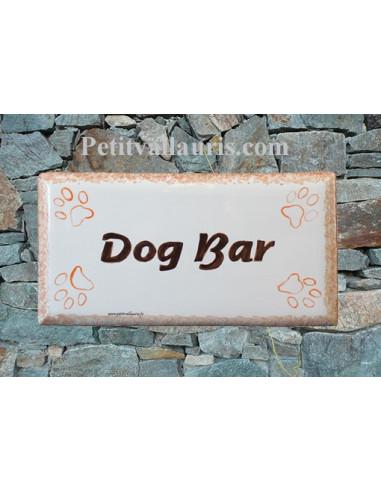 Plaque rectangulaire de maison en céramique Dog Bar