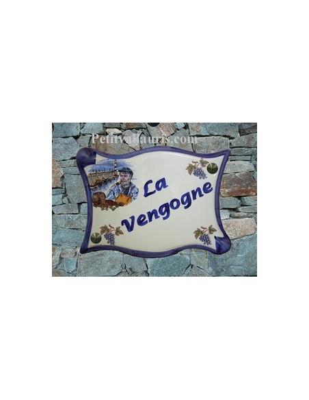 Grande plaque de maison modèle parchemin en céramique motif Pêcheur Breton et Grappe de raisin + personnalisation bleue