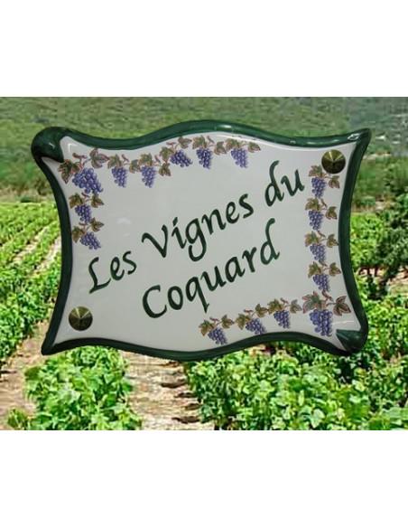 Plaque de villaen céramique modèle parchemin motif grappe de raisin et vigne + personnalisation verte